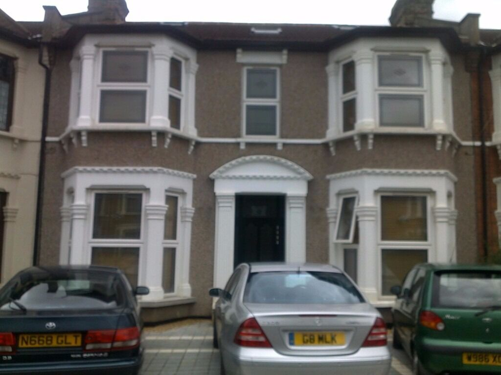 Modern 1 Bed Ground Floor Flat with Garden and Driveway, Very Cose to Sevn Kings Station.