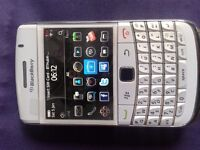 Blackberry Bold 9780 Boxed As New. (White).