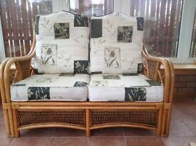 Wicker Conservatory Furniture in Excellent Condition Viewing Recommended