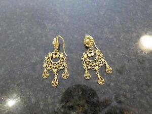 22k yellow gold earrings  10.3 grams