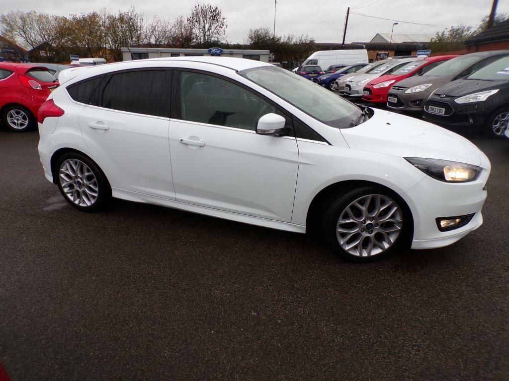 ford focus 1 0 ecoboost 125 zetec s 5dr white 2015 04 13. Black Bedroom Furniture Sets. Home Design Ideas