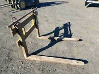 Set of forklift pallet forks with backplate suit tractor telehandler etc