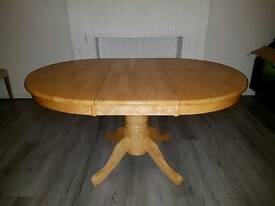 Solid oak round expanding table