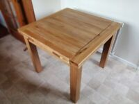 Cost £470 - Beautifully Crafted Solid Oak Dining Table (Extendable) - 12 months old, hardly used