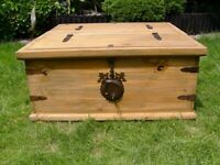 Wooden coffee table / storage trunk