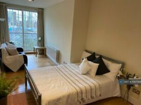 2 bedroom flat in Oval Mansions, London, SE11 (2 bed) (#1067588)