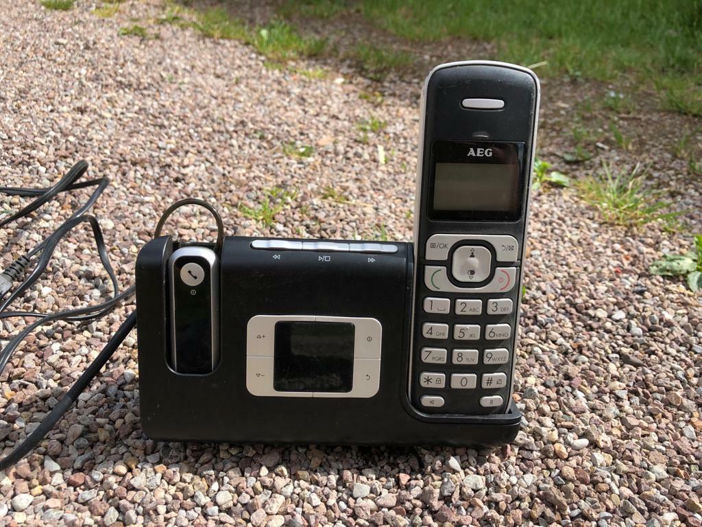 AEG Voxtel D235 Schnurlos Telefon mit Headset Anrufbeantworter