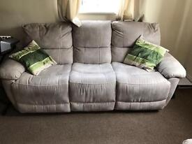 SOFA RECLINER FOR SALE IN GREAT CONDITION