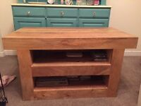 Beautiful chunky oak wood TV stand, in excellent condition.