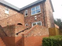 Lovely Spacious Apartment 2 bedroom En-Suite,Large Bathroom, Living Room & Kitchen, 2 mins shop walk