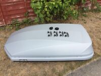 Halfords silver 470L roof box