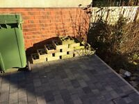 Concrete screen blocks (16 off)