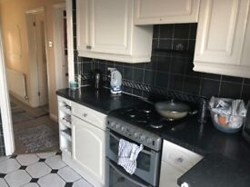 Beautiful 3/4 Bedroom house close to town centre and good schools