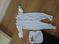 Baby girls lovely floral slerp suit with bib 0/3months