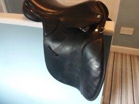 """Black leather 17"""" saddle."""