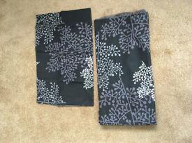 Black and maive single duvet set. reversable