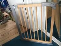 Babydan wooden pressure git gate