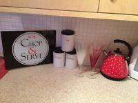 Bundle of kitchen items