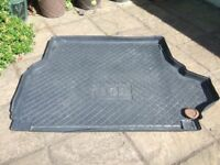 Range RoverL320 rear load tray/cover