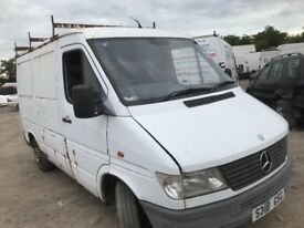 Mercedes sprinter 208d breaking parts available