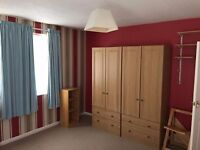 ** 2 BEDROOM FLAT, CLOSE TO TOWN**