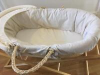 Moses basket with folding stabs