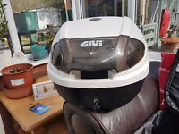 Givi monolock single helmet white topbox inc base and fixings