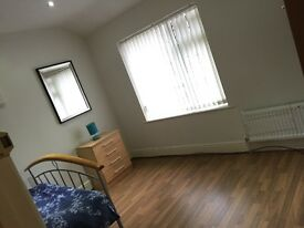 Bed room available, BILLS INCLUDED, close to transport all amenities, Train station Mauldeth Rd