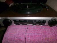VINTAGE TURNTABLE WITH FM RADIO