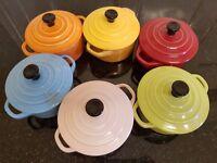 (New) A box of 6 mini casserole pots round spring