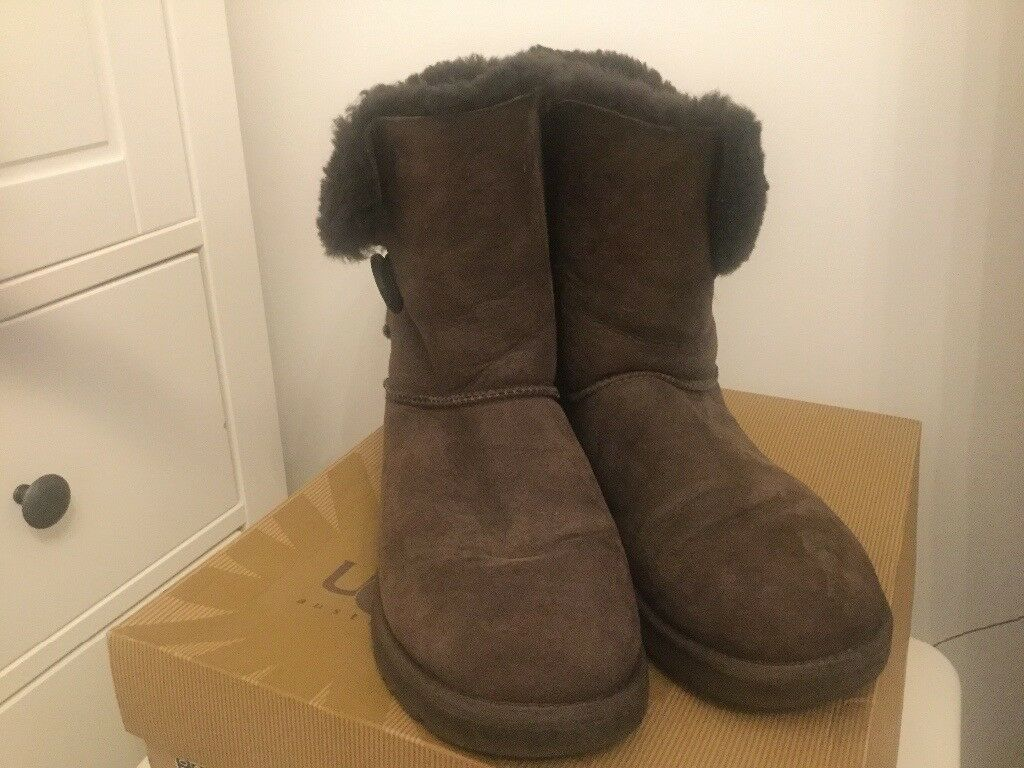 Ladies uggs - UK size 6 - like new