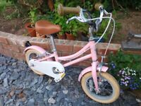 Girls Bobbin bicycle, with stabilisers