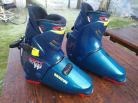 Munari ski boots - UK size 11.5 excellent condition, only used twice, bag included.