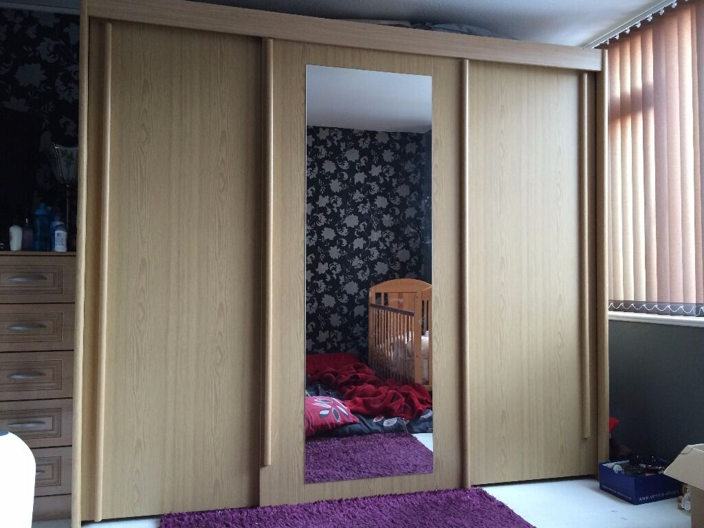 Large sliding door mirror wardrobe in leicester for Sliding glass doors gumtree