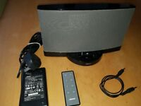 Bose SoundDock Series 2 Ipod/ Iphone dock, Black with remote control - AUX input for any phone /pc
