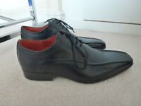 Designer Jeff Banks Men's Black Leather shoes size 7. Brand New in Box