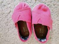 Girl shoes Toms size3