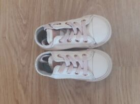 Girls baby pink converse all stars size 7