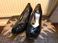 Pretty Black Patent high Heeled Shoes (great for the party season coming up). Never Worn. Size 6