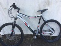 Dawes mountain bike 22 inch frame with disc brakes and front suspension