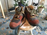 Men's walking boots