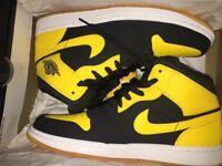 NIKE AIR JORDAN 1 MID Yellow and black