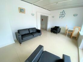 Excellent condition spacious 4 Bedrooms house in Dagenham --Company Let allowed