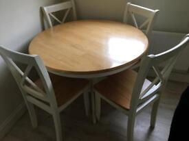 Solid wood dinning table. Excellent condition