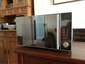 Kenwood 900 watt microwave oven. Model K25MMS14. Silver, excellent condition, instructions.