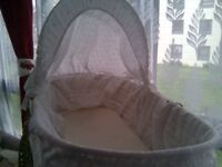 MAMA & PAPA BABY MOSES BASKET NEWBORN BABY BED,BRAND NEW,UNUSED