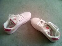 WOMENS/GIRLS DC'S SIZE 6