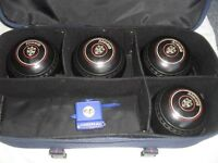 4 X ALMARK BOWLS SIZE 4H WITH HENSELITE HEAVY DUTY STURDY BOWLING BAG WITH 4 COMPARTMENTS