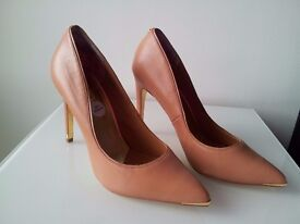 Brand New Ted Baker size 7 Court Shoes