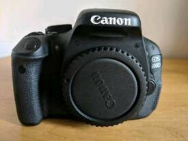DSLR Camera - Canon EOS 600D complete kit